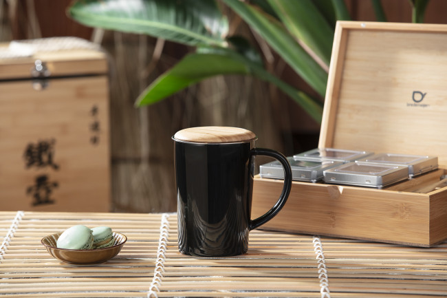 Mug 400ml noir +filtre+couvercle en bambou